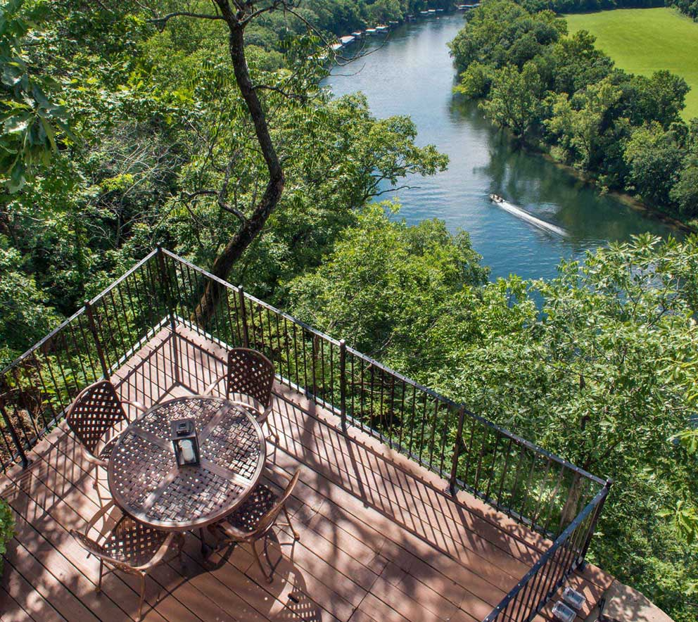 Outside patio with seating area and views overlooking the Lake Taneycomo and Ozarks landscape.